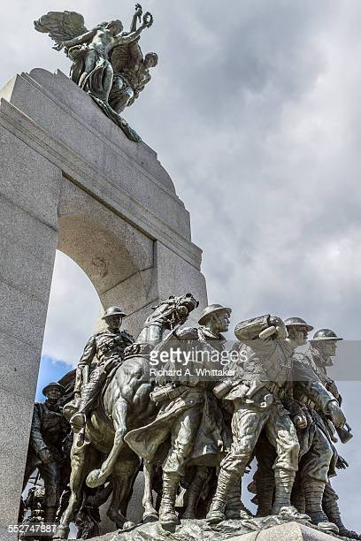 canadian national war memorial in ottawa - 戦争記念碑 ストックフォトと画像