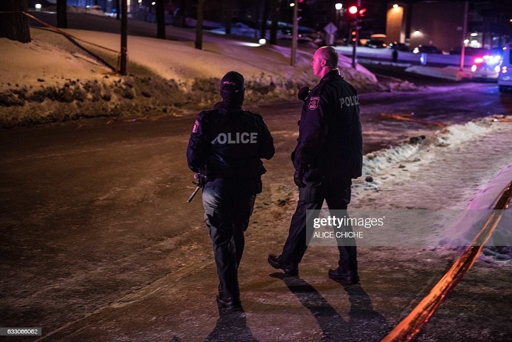 Canadian police officers patrol after a shooting in a mosque at the Québec City Islamic cultural center on Sainte-Foy Street in Quebec city on January 29, 2017. Two arrests have been made after five people were reportedly shot dead in an attack on a mosque in Québec City, Canada. / AFP / Alice Chiche
