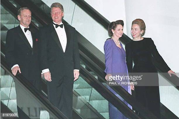 Canadian Prime Minister Jean Chretien escorts US President Bill Clinton and first Lady Hillary Clinton accompanied by Chretien's wife Aline 23...