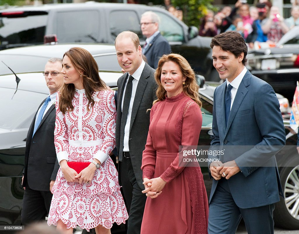 Canadian Prime Minister, Justin Trudeau and Sophie Gregoire Trudeau accompany Prince William the Duke of Cambridge and Catherine the Duchess of Cambridge to tour the Immigrant Services Society's new Welcome Centre in Vancouver, British Columbia on September 25, 2016. / AFP / Don MacKinnon