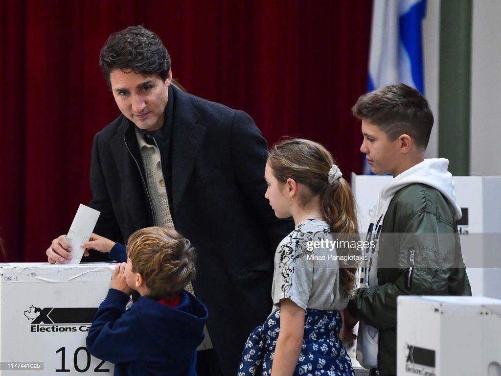Prime Minister Justin Trudeau Votes In Canada's General Election : ニュース写真