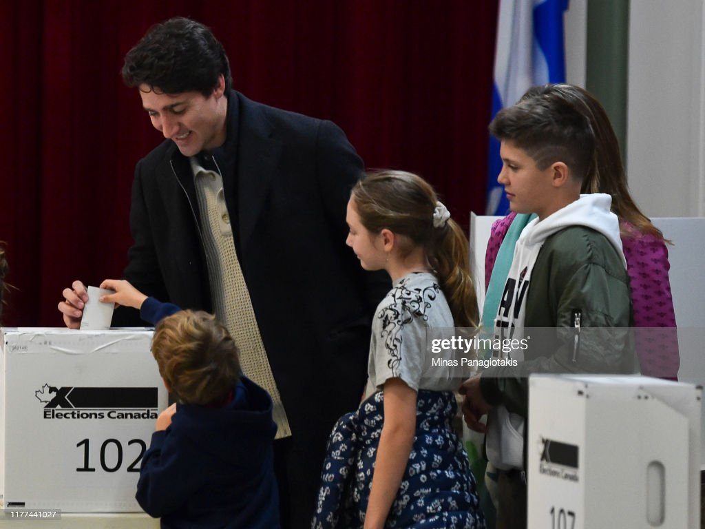 Prime Minister Justin Trudeau Votes In Canada's General Election : Fotografia de notícias
