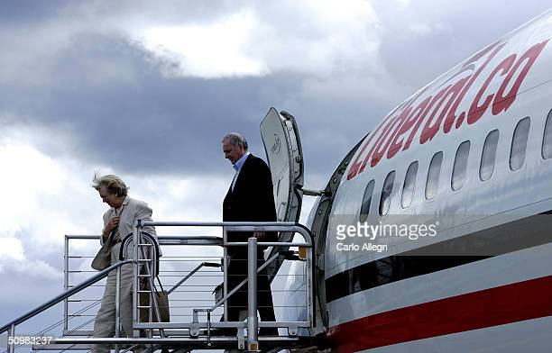 Canadian Prime Minister Paul Martin and wife Sheila Martin get off the plane at a campaign stop June 21 2004 in Thunder Bay Ontario Canada Martin's...