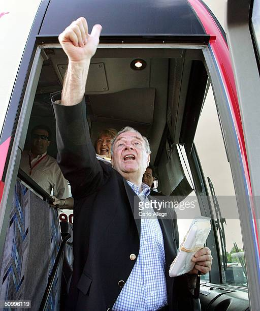 Canadian Prime Minister Paul Martin and wife Sheila Martin wave to supporters following a rally June 25 2004 in Belleville Canada Martin's Liberals...