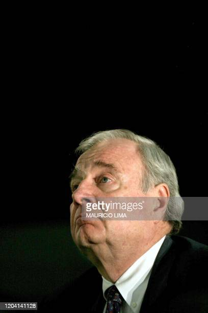 Canadian Prime Minister Paul Martin speaks during a luncheon with Brazilian businessmen organized by the BrazilCanada Chamber of Commerce 22 November...