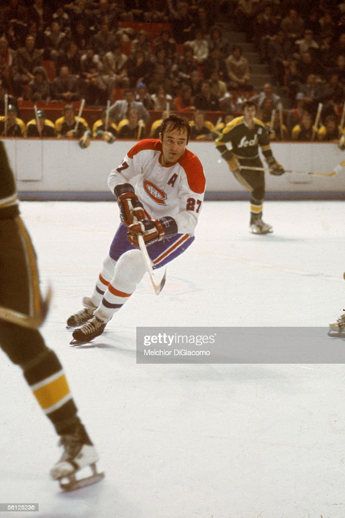 Frank Mahovlich On The Ice : News Photo