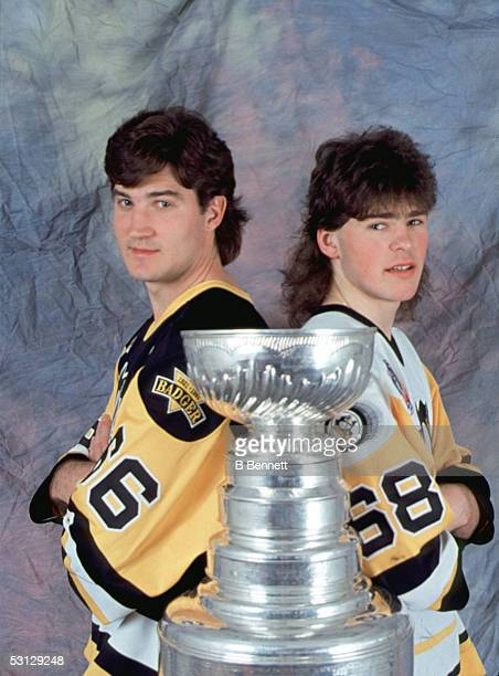 Canadian professional hockey player Mario Lemieux and Czech colleague Jaromir Jagr of the Pittsburgh Penguins stand with the Stanley Cup early 1990s...