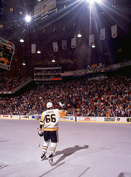 Mario Lemieux Waves To The Crowd