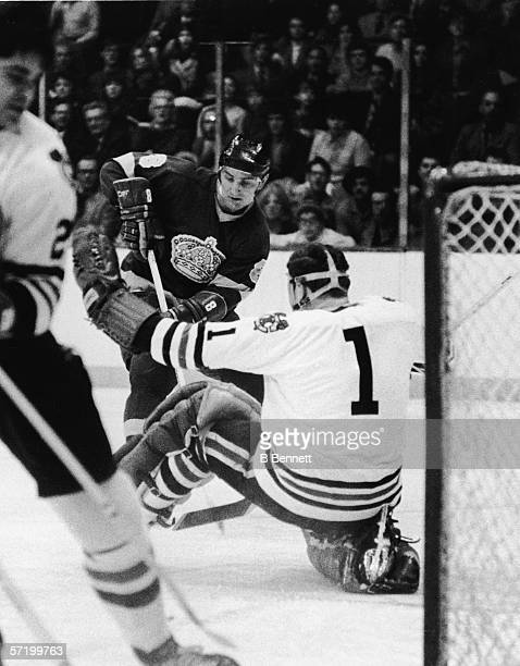 Canadian professional ice hockey player Ross Lonsberry of the Los Angeles Kings works towards the goal defended by compatriot Gerry Desjardins of the...