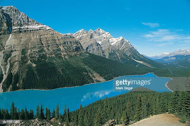 canadian rockies and lake - dv1581003 stock pictures, royalty-free photos & images