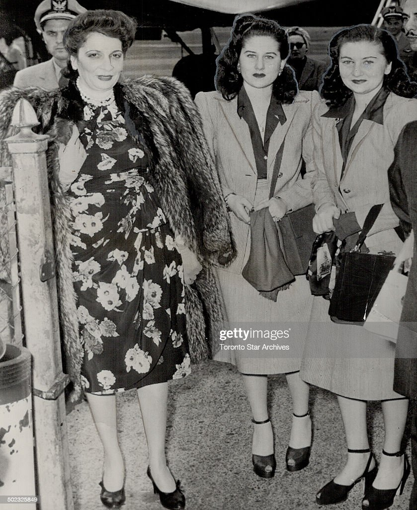 Canadian Rockies are holiday goal of Queen Nazli; left; Princess Faiki; 21; centre; and Princess Fat : Nieuwsfoto's