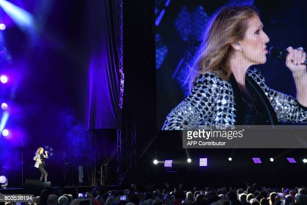 Canadian singer Celine Dion performs on June 29 2017 at the Matmut Atlantique Stadium in Bordeaux / AFP PHOTO / MEHDI FEDOUACH