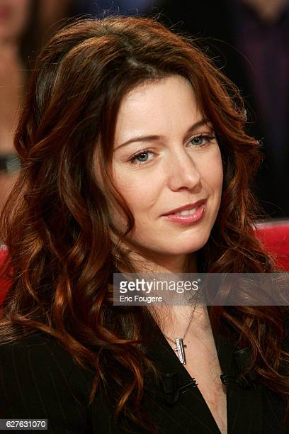 Canadian singer Isabelle Boulay appears on Michel Drucker's Vivement Dimanche television chat show