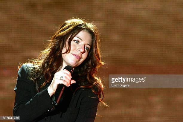 Canadian singer Isabelle Boulay sings on Michel Drucker's Vivement Dimanche television chat show