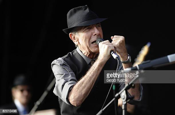 Canadian singer Leonard Cohen performs during the international Festival of Beincassim on July 20, 2008. AFP PHOTO/DIEGO TUSON