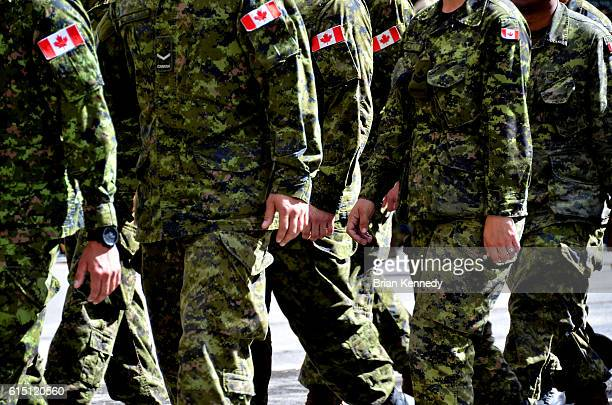 canadian soldeiers in camo marching - army soldier stock pictures, royalty-free photos & images