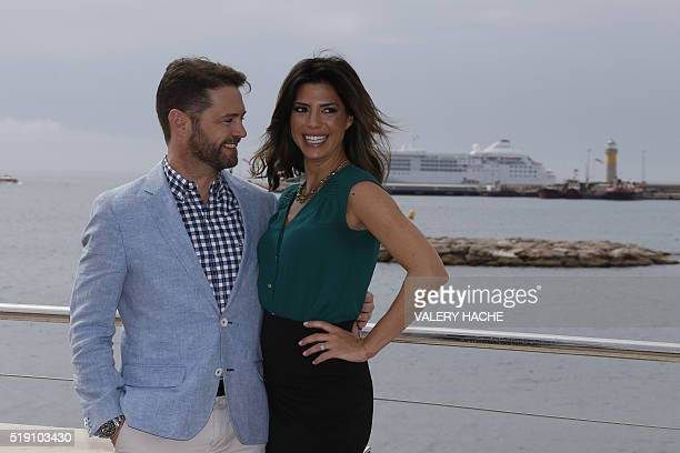 CanadianAmerican actor Jason Priestley and Canadian actress Cindy Sampson pose for a photocall for a TV serie Private Eyes during the MIPTV on April...