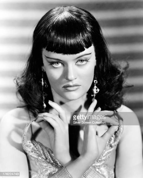 Canadianborn actress Alexis Smith 1952