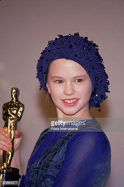 Canadianborn actress Anna Paquin poses with the 1993 Oscar she received for best supporting actress at the 66th annual Academy Awards held at the...