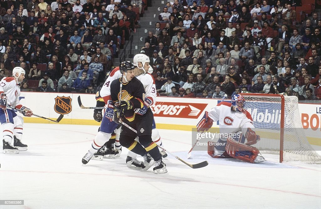 Vancouver Canucks v Montreal Canadiens 1996-97 : News Photo