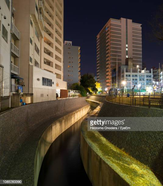 canal amidst buildings at night - 運河 ストックフォトと画像