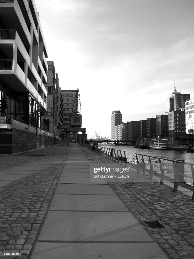 Canal Amidst Buildings In City Against Sky : Stock Photo