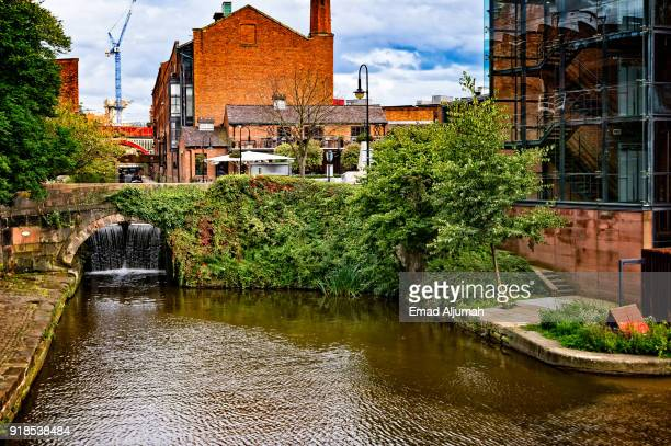canal at castlefield, manchester, england - september 12, 2017 - 英マンチェスター ストックフォトと画像