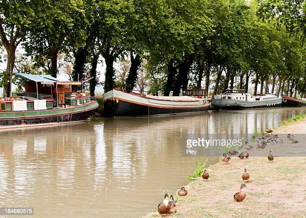 Péniches sur le Canal