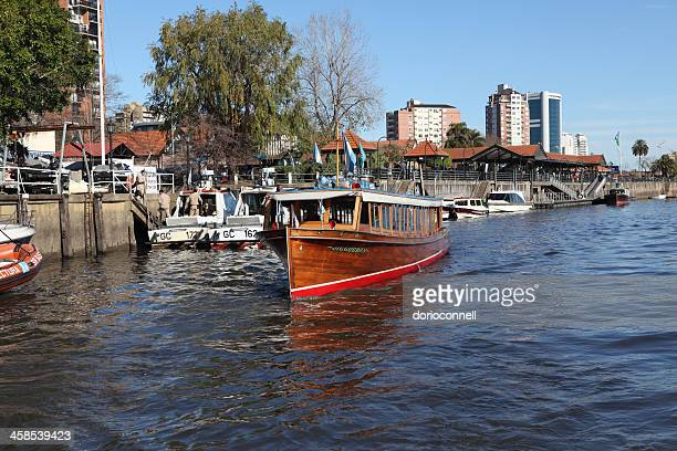 canal boat on Tigre