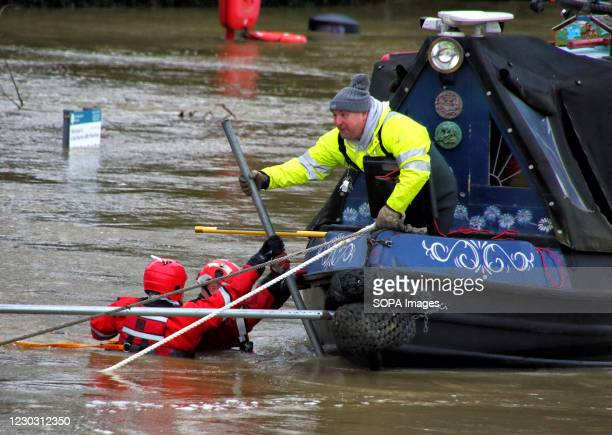 Canal boat which has got into difficulties is being helped by a water search and rescue team. Widespread flooding in Bedford and surrounding...