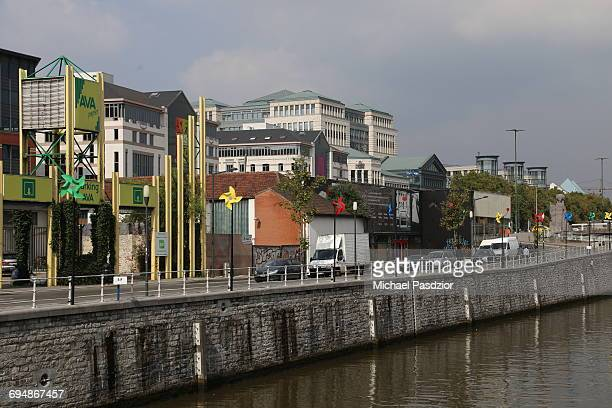 canal Charleroi in the city