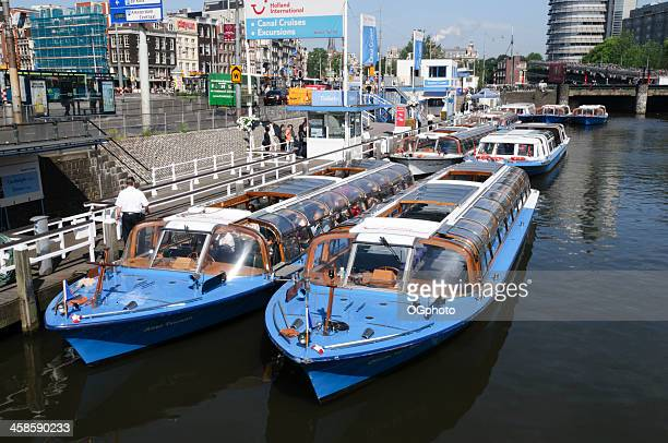 canal cruise boats in downtown amsterdam - ogphoto stock pictures, royalty-free photos & images