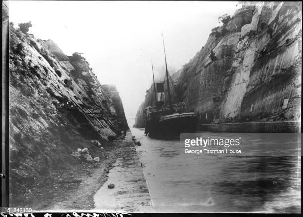 Canal de Corinthe, between 1900 and 1919.