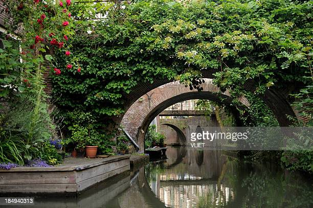 canal drift in the city center of utrecht - utrecht stockfoto's en -beelden