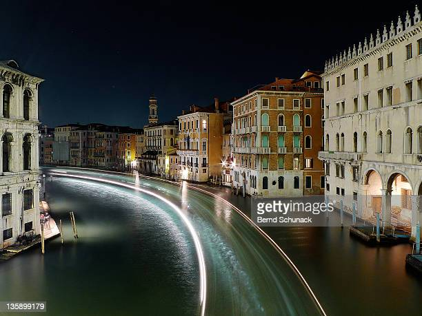 canal grande at night - bernd schunack stockfoto's en -beelden