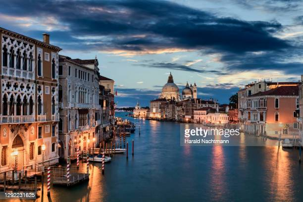 canal grande at night, venice, italy - venice italy stock pictures, royalty-free photos & images