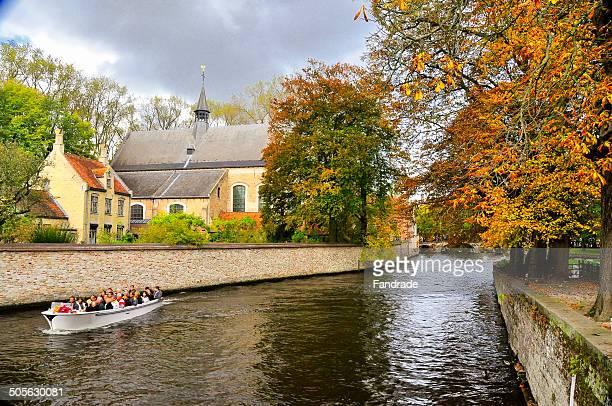 canal in brugge belgium - 西フランダース ストックフォトと画像