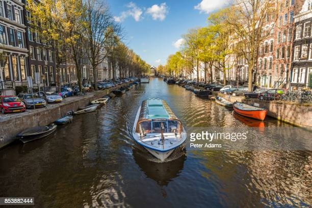 canal in central amsterdam - amsterdam stock pictures, royalty-free photos & images