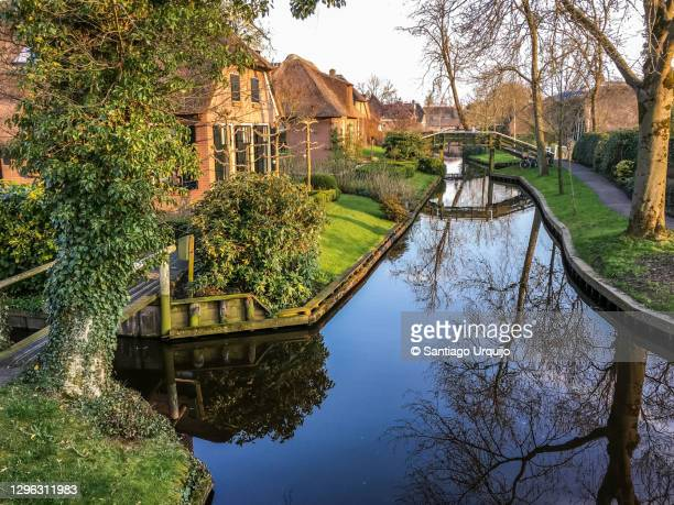 canal in giethoorn - overijssel stock pictures, royalty-free photos & images