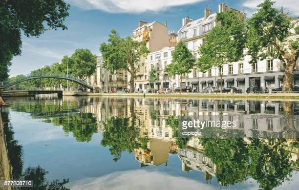 canal saint martin, quai de jemmapes - ile de france stock pictures, royalty-free photos & images