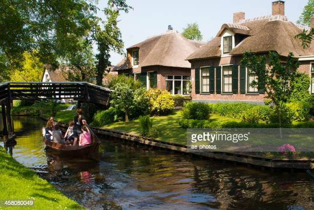 Canal tour along thatched houses in Giethoorn