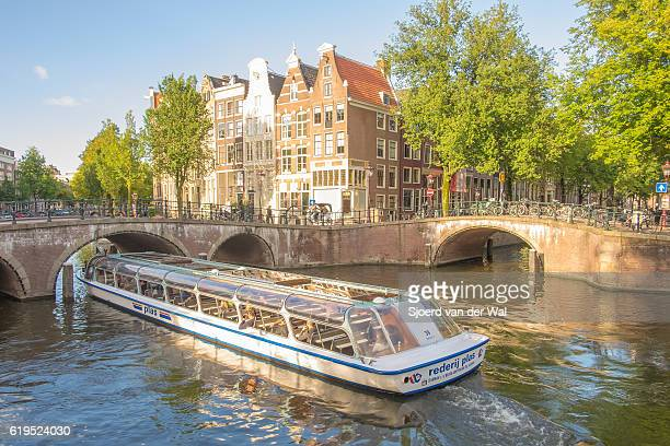 "canal tour boat at the amsterdam keizersgracht canal in holland - ""sjoerd van der wal"" stock pictures, royalty-free photos & images"