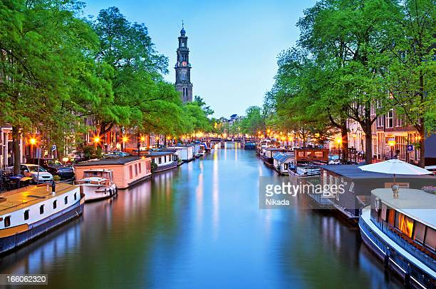 canal view of houseboats in amsterdam - houseboat stock pictures, royalty-free photos & images