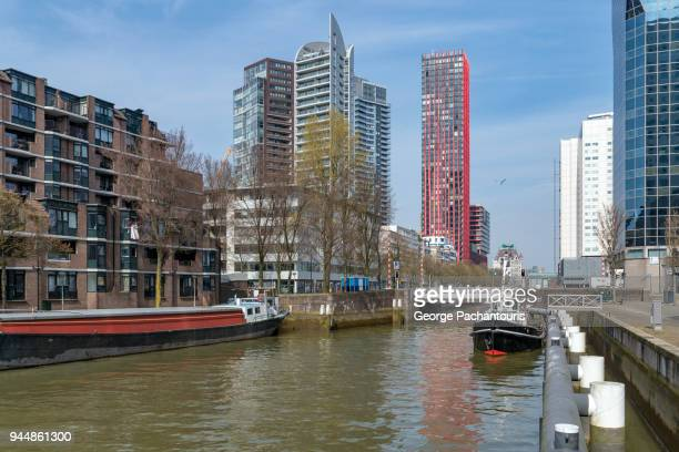 canal with boats and tall buildings - ロッテルダム ストックフォトと画像