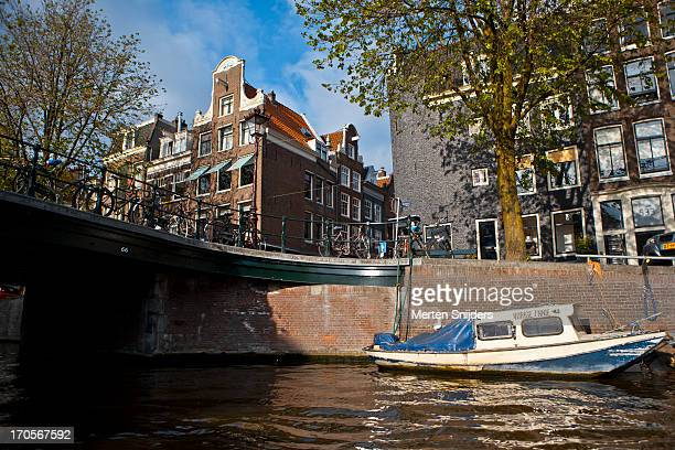 canalhouses on the prinsengracht - merten snijders stockfoto's en -beelden