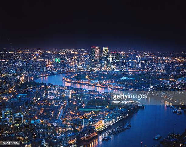 canary whard skyline at night - london docklands stock pictures, royalty-free photos & images