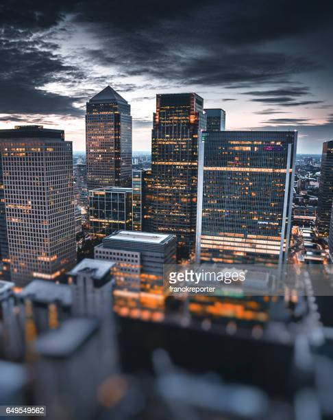canary whard skyline at night - canary wharf stock photos and pictures