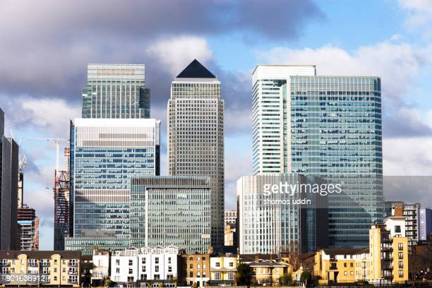 canary wharf and the modern london architecture - canary wharf stock photos and pictures