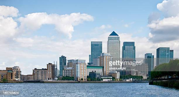 canary wharf cityscape - onebluelight stock pictures, royalty-free photos & images