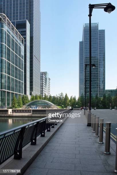canary wharf in london - gwengoat stock pictures, royalty-free photos & images